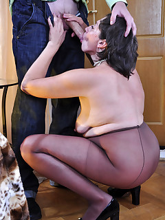 Grandmother pantyhose masturbate pictures